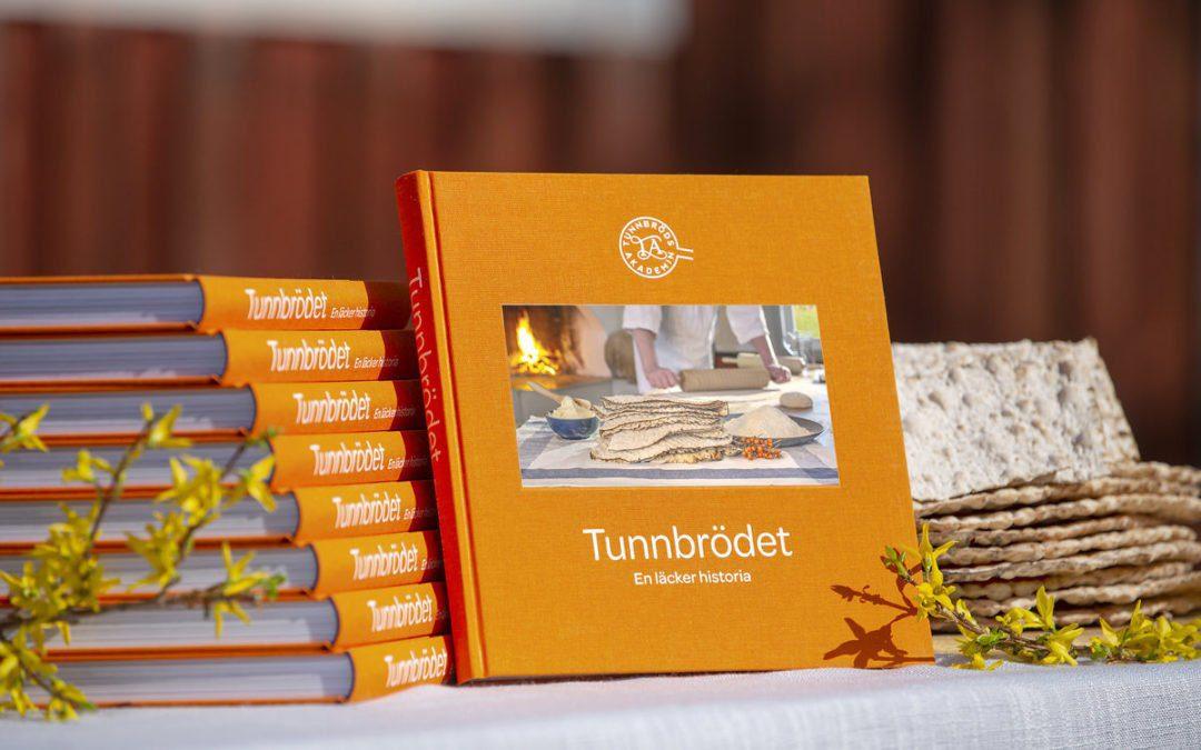 Tjohoo, nu är boken Tunnbrödet färdig!